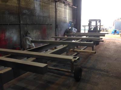 Complete opleggers worden gezandstraald en voorzien van nieuwe coating